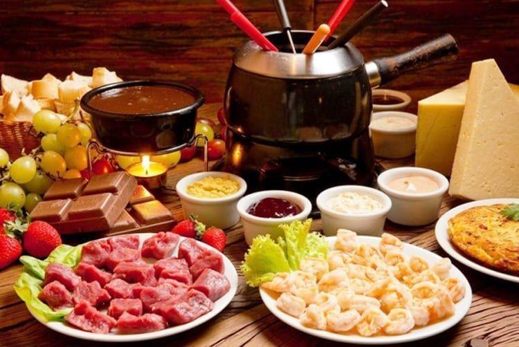 gramado-fondue-queijos-gastronomia-refeicoes-desbraveomundo-jumpers