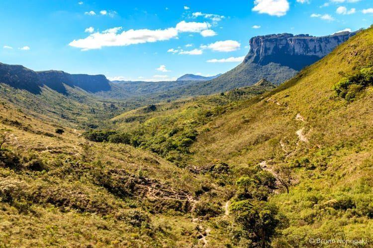 Vista da trilha, com o Morro Lapinha ao fundo